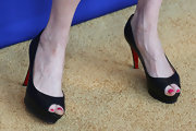 Darby Stanchfield chose a pair of peep-toe pumps to show off her pink pedicure.