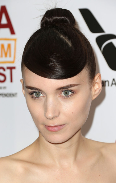 A totally bare lip kept Rooney's beauty look simple and fresh at the screening of 'Ain't Them Bodies Saints.'
