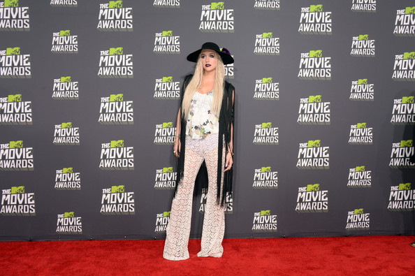 More Pics of Kesha Wide Brimmed Hat (1 of 23) - Kesha Lookbook - StyleBistro [red carpet,carpet,clothing,flooring,fashion,fashion design,premiere,style,arrivals,singer ke,mtv movie awards,sha,culver city,california,sony pictures studios,2013 mtv movie awards]