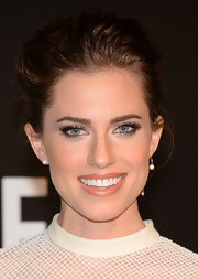 Allison Williams pulled back her chestnut tresses into a simple but elegant pinned 'do.