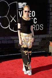 Grimes stuck to a simple black tee to pair iwth her printed wide-leg pants while at the VMAs.
