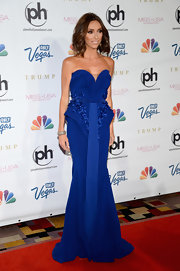 Giuliana Rancic chose an electric blue sweetheart gown with blue embroidery at the waist for her look at the Miss USA Pageant.