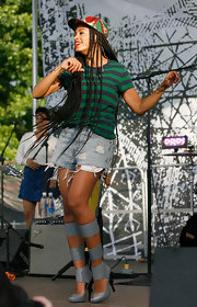 Solange rocked a green-and-blue striped tee while performing in Brooklyn.