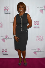 Gayle King showed off her curves with this dark gray sleeveless sheath dress.