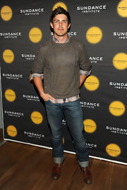 Chris Lowell added some extra style to his look when he cuffed his classic-fit jeans.