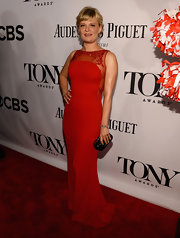 Martha Plimpton chose a classic red strapless gown for her look at the 2013 Tony Awards.