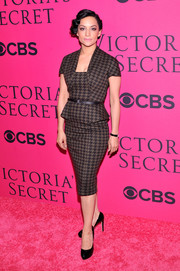 Archie Panjabi went for a '50s-chic look with this houndstooth sheath during the Victoria's Secret fashion show.