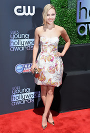 AnnaSophia hopped on the butterfly-print trend with this adorable strapless bubble dress.