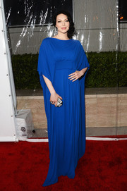 Laura Prepon looked downright regal in a flowy cobalt gown by Issa during the amfAR Inspiration Gala.