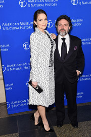 Tina Fey donned a monochrome tweed skirt suit by Oscar de la Renta for the American Museum of Natural History Gala.