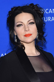 That orange lipstick definitely gave Laura Prepon's beauty look a vibrant punch.