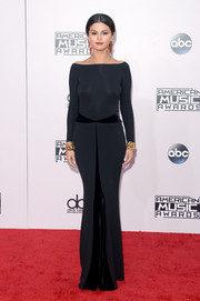 Selena Gomez donned a slinky dual-textured Armani Prive off-the-shoulder gown for the American Music Awards.