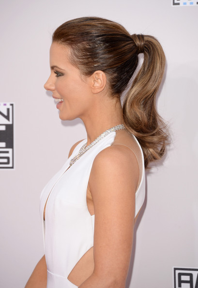 Kate Beckinsale sported her signature wavy ponytail when she attended the American Music Awards.