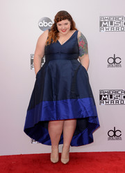 Mary Lambert chose a chic high-low dress in two shades of blue for the American Music Awards.