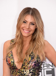 Katie Krause wore a beach-chic wavy 'do to the American Music Awards.