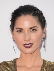 Olivia Munn finished off her look with berry-stained lips.