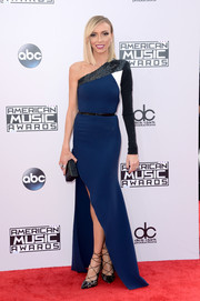 Giuliana Rancic looked simply fabulous at the American Music Awards in a two-tone Alex Perry one-shoulder gown with an embellished neckline and a thigh-high slit.