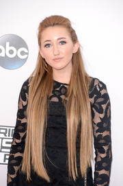 Noah Cyrus styled her ultra-long locks into a half-up 'do for the American Music Awards.