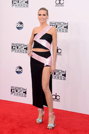 Heidi Klum oozed ultra-modern sexiness in a black and metallic-pink one-shoulder crop-top by Versace at the American Music Awards.