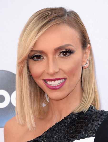 Giuliana Rancic opted for a sleek straight 'do with side-swept bangs when she attended the American Music Awards.