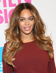 Beyonce Knowles wore her tresses down in a mass of lovely curls at the Billboard Women in Music luncheon.