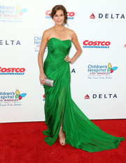 Teri Hatcher worked the CHLA gala red carpet in an ultra-glam green strapless gown.