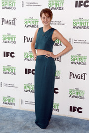 Shailene bared a bit of abs at the Film Independent Spirit Awards in a blue crop-top with three button embellishments.