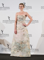 Erin Richards attended the International Emmy Awards looking like a princess in a nude strapless gown with metallic gold and mint-green accents.