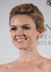 Erin Richards kept it classic with this loose bun at the International Emmy Awards.