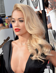 Rita Ora looked fabulous with her sculpted curls at the MTV Movie Awards.