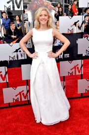 Ellie Goulding went for simple sophistication in a sleeveless white Emporio Armani gown with waist cutouts during the MTV Movie Awards.