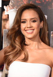 Jessica Alba looked oh-so-pretty with her bouncy waves at the MTV Movie Awards.
