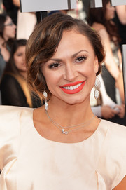 Karina Smirnoff attended the MTV Movie Awards wearing a romantic loose ponytail.