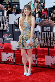 Molly Tarlov chose a pair of pastel blue pumps by Chelsea Paris to team with her dress.