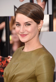 Shailene Woodley wore her short hair sleek with a side part during the MTV Movie Awards.