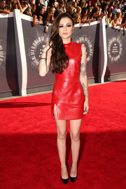 Singer Cher Lloyd looked red hot in an Ina Soltani leather shift dress featuring a mock turtleneck. Black pumps helped keep her from blending in with the crimson carpet.