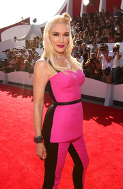 Gwen Stefani chose a gemstone cuff to style her sporty MTV VMA outfit.