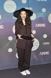For her footwear, Lorde went sporty with a pair of white leather sneakers.