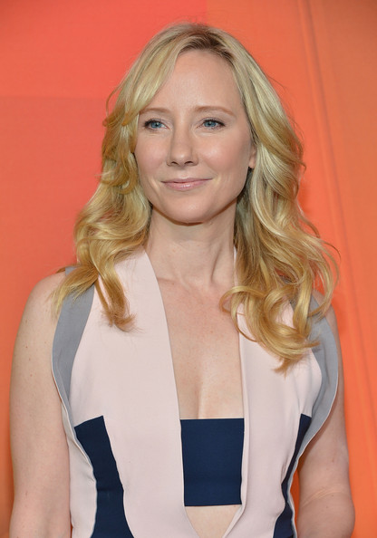 Anne Heche wore her hair down in delicate waves during the NBC Upfront Presentation.