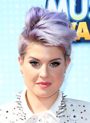 Kelly Osbourne debuted a new fauxhawk (in the same purple hue) during the Radio Disney Music Awards.