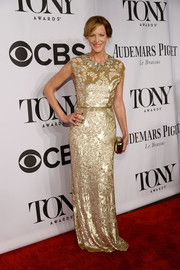 Anna Gunn looked stunning at the Tony Awards in a floral-sequined gold gown by Jenny Packham.