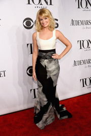 Beth Behrs made a sophisticated statement in a monochrome evening dress by Carolina Herrera during the Tony Awards.