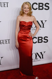 Patricia Clarkson got glammed up, Old Hollywood-style, in a red strapless gown by Dolce & Gabbana for the Tony Awards.
