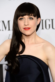 Lena Hall looked youthful at the Tony Awards with her blunt bangs and wavy ends.