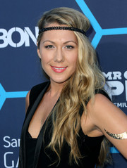 Colbie Caillat adorned her hair with a black headband for a hippie-chic finish.