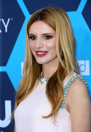 Bella Thorne looked simply fab wearing this long center-parted 'do at the Young Hollywood Awards.