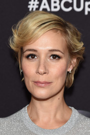 Liza Weil wore her hair in a short, wavy style at the 2015 ABC Upfront.