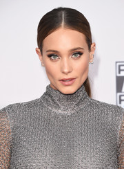 Hannah Davis topped off her look with a sleek center-parted ponytail when she attended the American Music Awards.