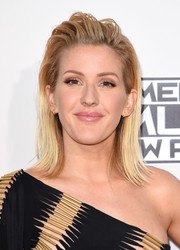 Ellie Goulding wore her hair in an edgy flip at the American Music Awards.