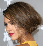 Jessica Alba's red lipstick contrasted beautifully with her yellow outfit.